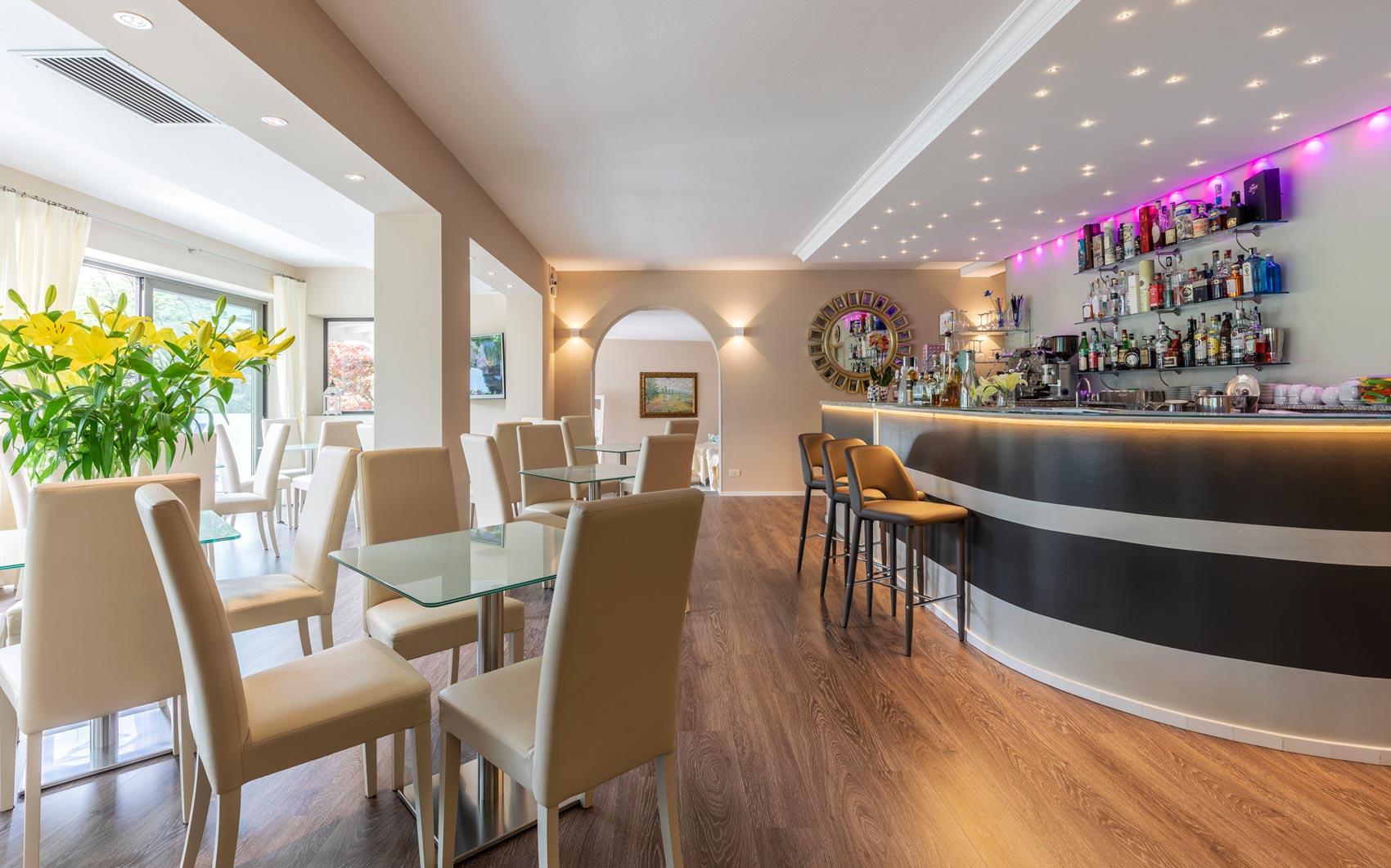Die Bar des Villa Gardenia Hotels