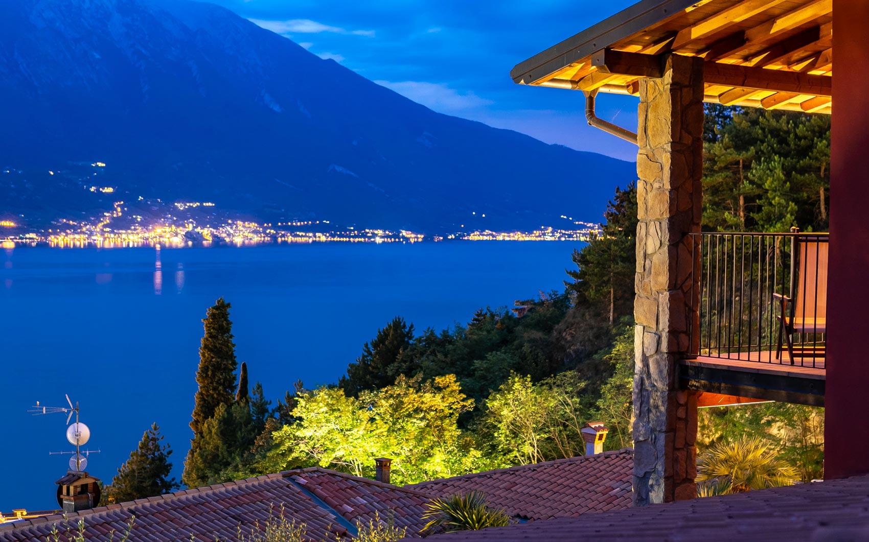 Blick auf den Nachtsee vom Gardenia Hotel